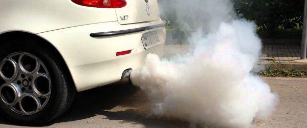 knalpot mobil keluar asap putih dan air